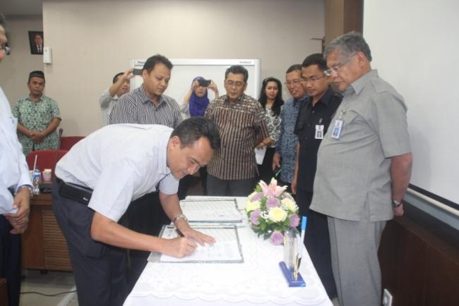 Penandatanganan Kontrak Pembangunan DI Batang Sinamar