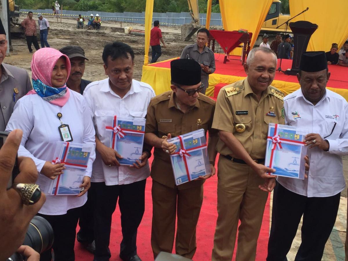 Groundbreaking SPAM Dumai-Rokan Hilir-Bengkalis Prov. Riau. Mewakili bpk Dirjen SDA dgn Gubernur Riau, dan Bupati Rokan Hilir di Rokan Hilir.