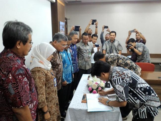 Penandatanganan Kontrak Rehabilitasi Saluran Induk dan Sekunder BBWS Pemali Juana