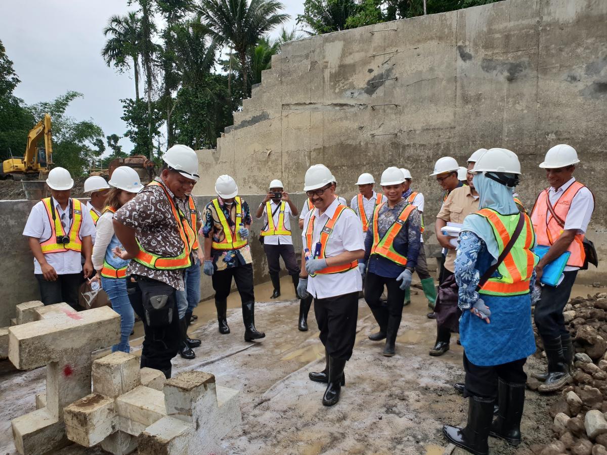 Peletakan Blok Beton Berkait Pertama di Bendung Modular Tiley