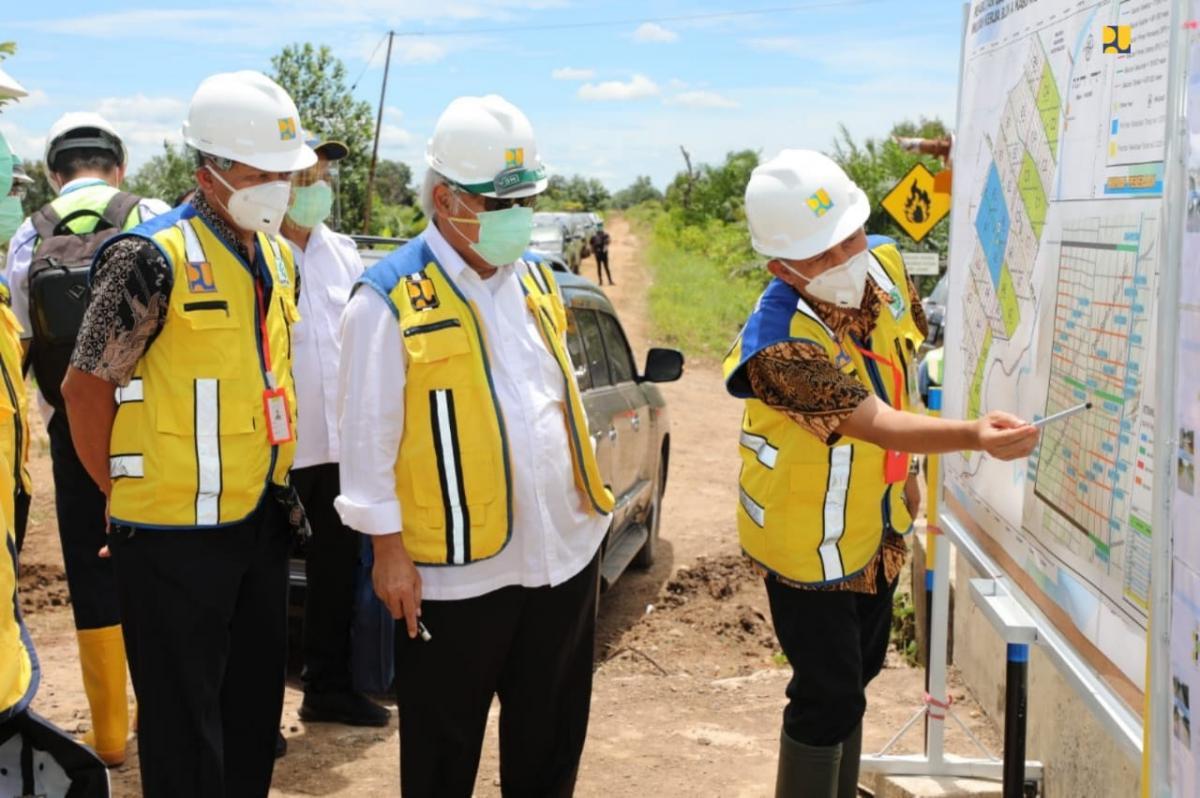 Menteri Basuki Pastikan Sistem Irigasi Pada Kawasan Food Estate Kalteng Mengalir Baik