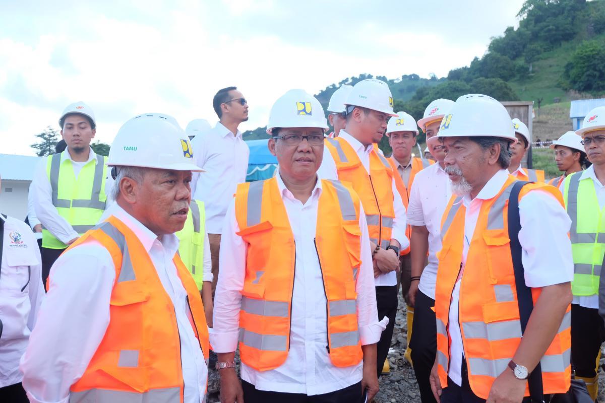 Menteri PUPR dan Dirjen SDA Tinjau Pembangunan Bendungan Karalloe
