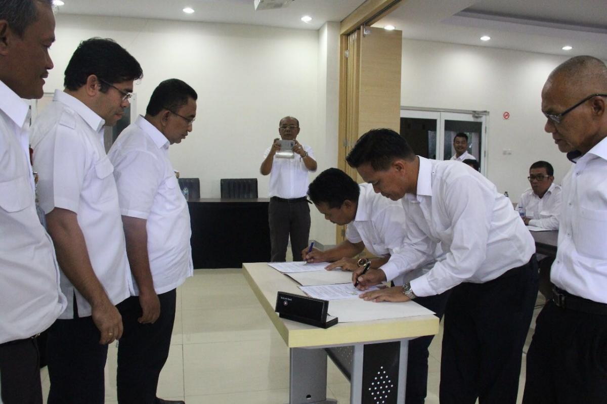 Penandatanganan kontrak 2 Paket MYC : 1.Pembangunan Sarana dan Prasarana Pengendalian Banjir Batang Agam dan 2.Pembangunan Bangunan Pengendalian Sedimen Batang Kuranji dan Anak Sungainya