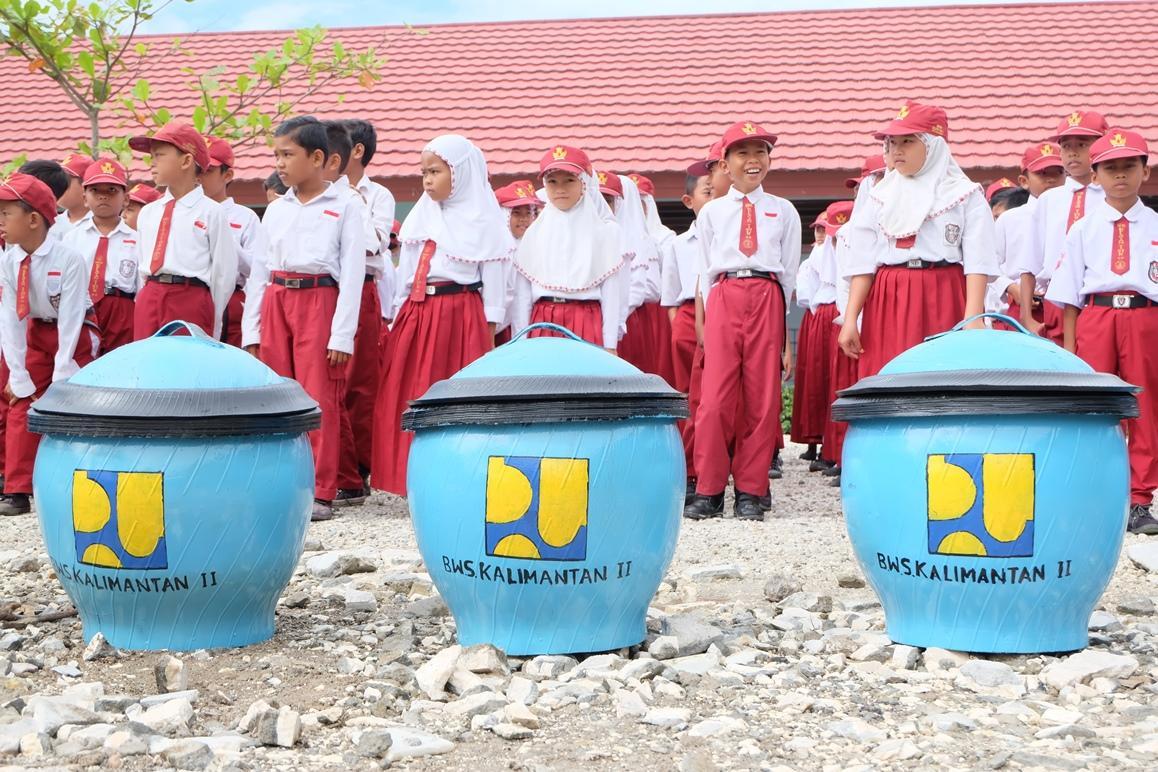 BWS Kalimantan II Edukasi Siswa SD Untuk Kelola Sampah