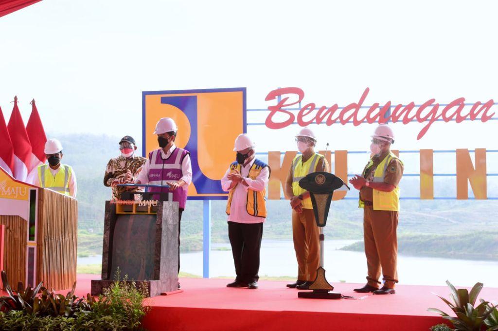 Jokowi Resmikan Bendungan Kuningan