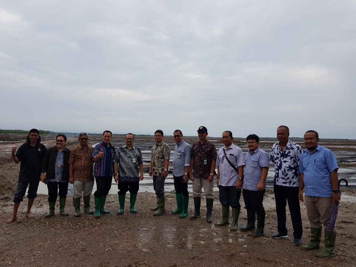 Diskusi dan Kunjungan Daerah Pengembangan Tambak Garam Bipolo