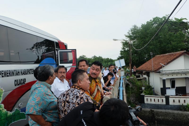 DPR RI Tinjau Pengerukan dan Penataan Sungai Yasa