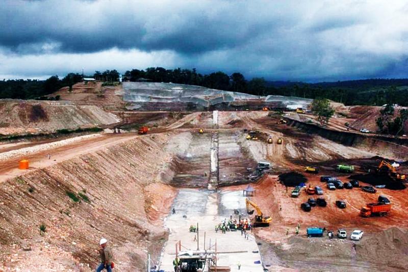 Penimbunan Main Dam Bendungan Raknamo