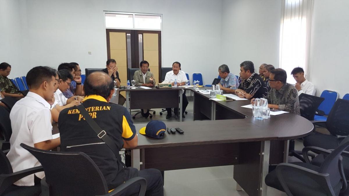 Rapat Penanggulangan banjir. Dipimpin oleh Bapak Pitoyo Kementerian PUPR dan team beserta Wakil Gubernur Bangka Belitung , Seksa Prov Bangka Belitung dan jajarannya di Kantor UPTD Belitung