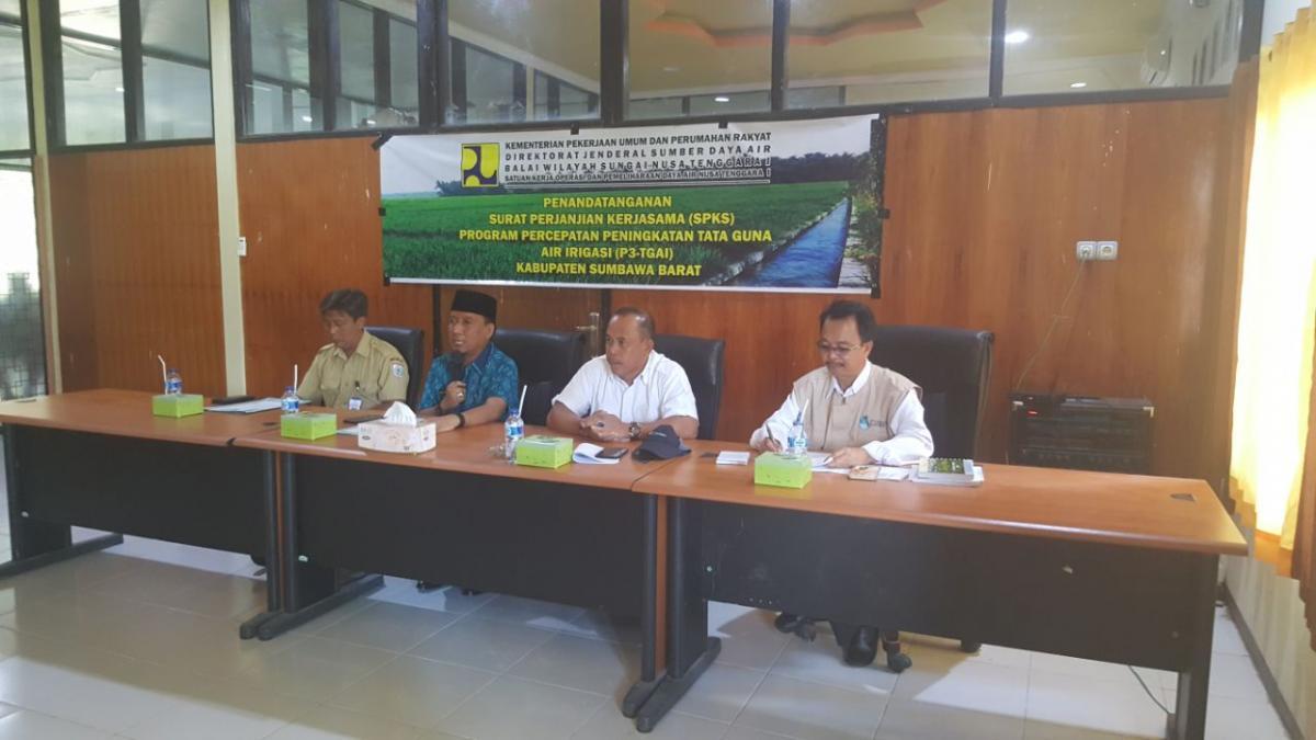 Kegiatan Penandatanganan Kontrak  P3TGAI bersama Wakil Bupati dan Kadis PU Kabupaten Sumbawa Barat