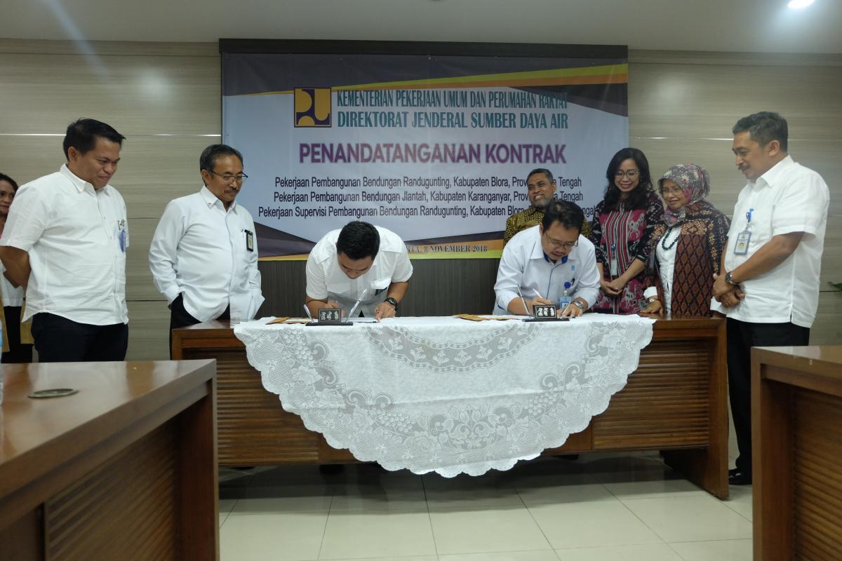 Penandatanganan Kontrak Pembangunan Bendungan Randugunting dan Bendungan Jlantah