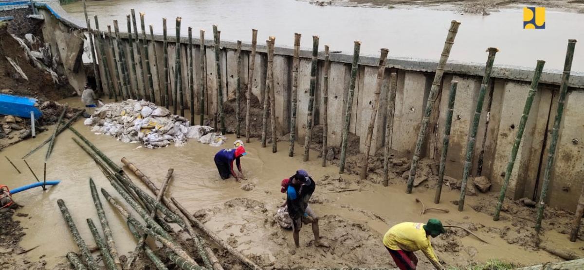 Perbaikan Darurat Tanggul Bendung Glapan Akan Selesai Dalam Tiga Hari