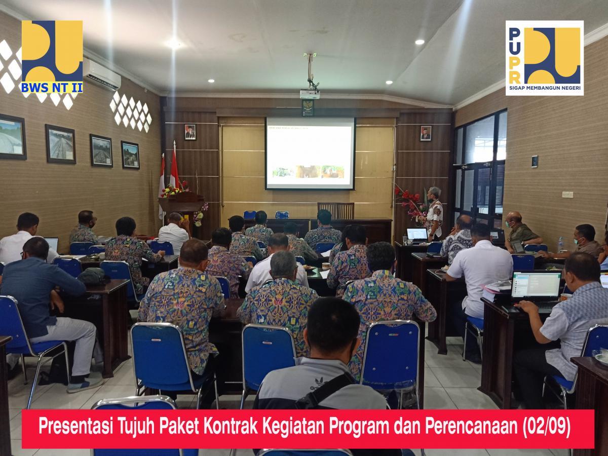 Presentasi Tujuh Paket Kontrak Kegiatan Program dan Perencanaan