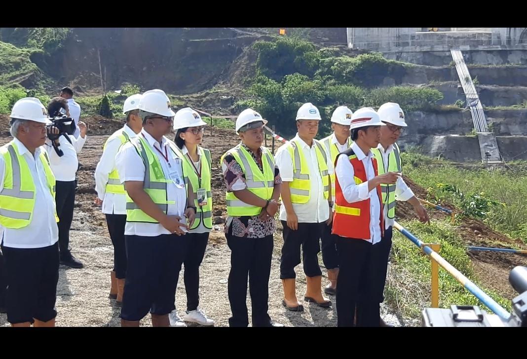 Presiden Joko Widodo Tinjau Bendungan Kuningan