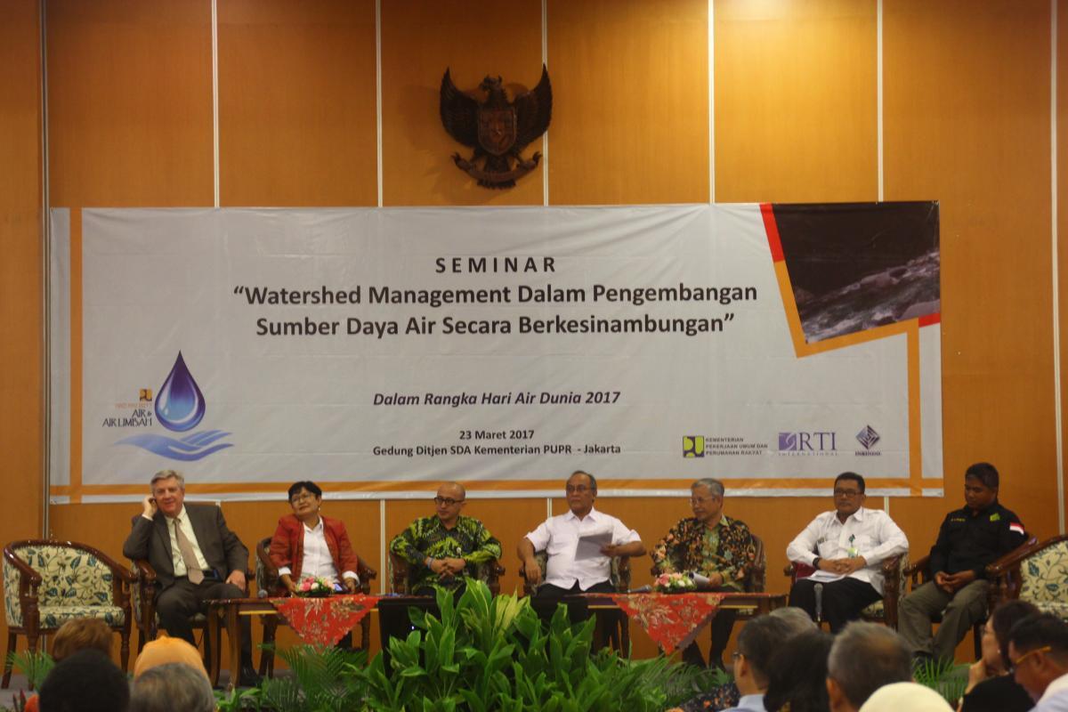 Seminar Watershed Management Dalam Pengembangan SDA secara Berkesinambungan