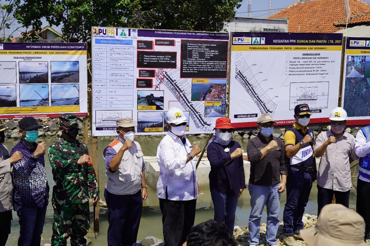 Kepala BBWS Cimanuk Cisanggarung Dampingi Anggota DPR RI Komisi V dan Bupati Indramayu Inspeksi Pekerjaan Pengaman Pantai Dadap dan Limbangan
