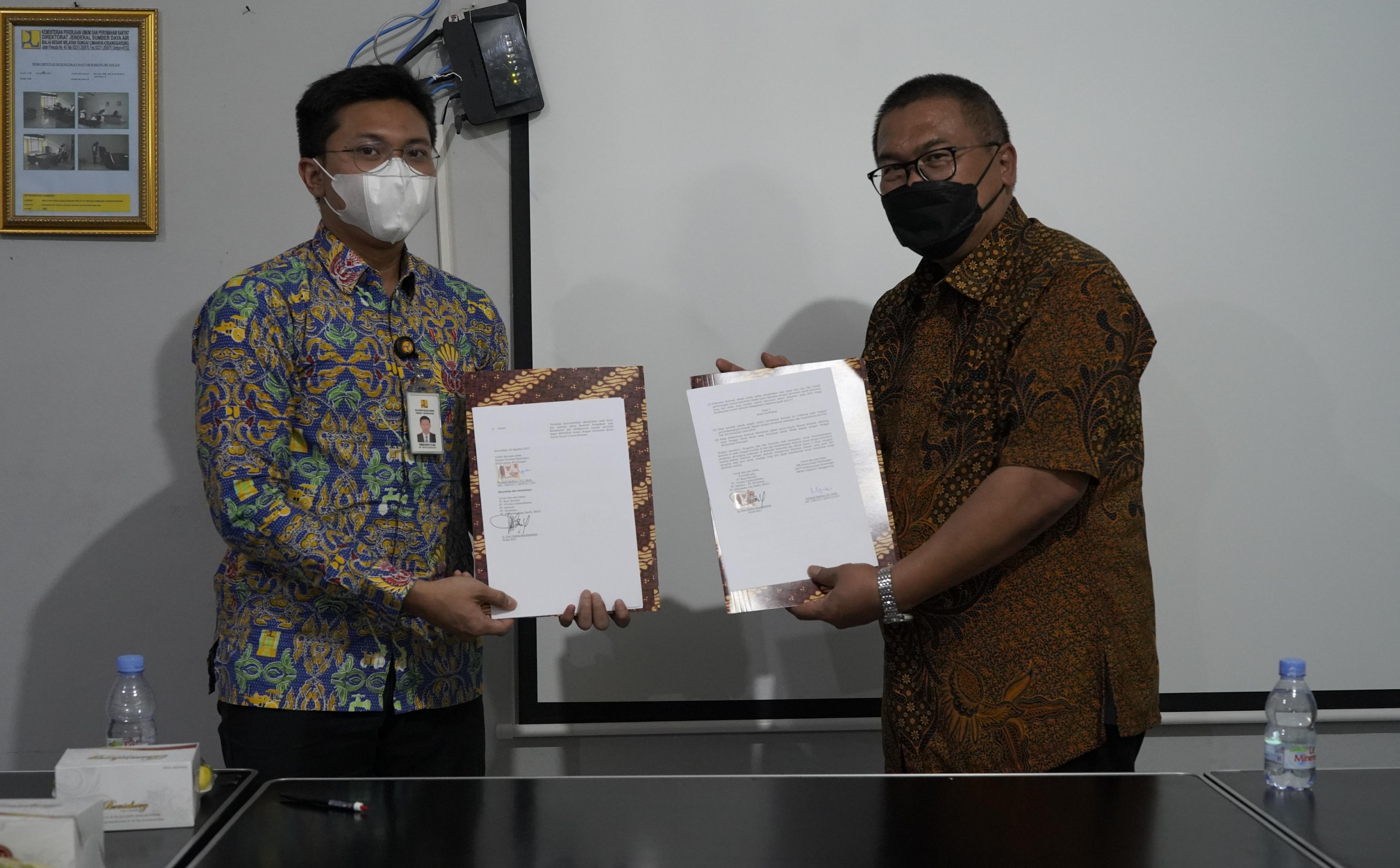 Penandatanganan Kontrak Supervisi Pembangunan Bendungan Cipanas (lanjutan) oleh bbws cimanuk cisanggarung dan pihak konsultan supervisi