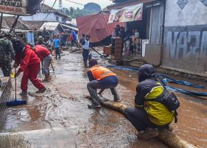Penanganan Banjir Bandang Kampung Cibuntu Kabupaten Sukabumi (7)