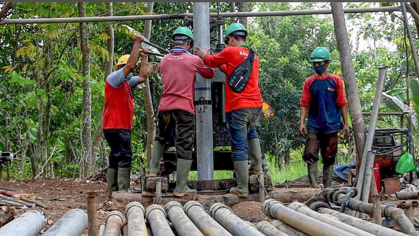 Pengembangan dan Pembangunan Jaringan Irigasi Air Tanah di Desa Tanggulun Barat (6)