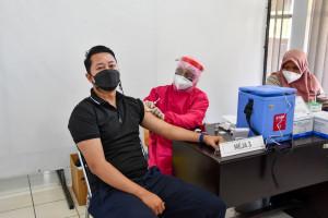Vaksinasi Covid-19 Pegawai Kementerian PUPR di Kota Bandung