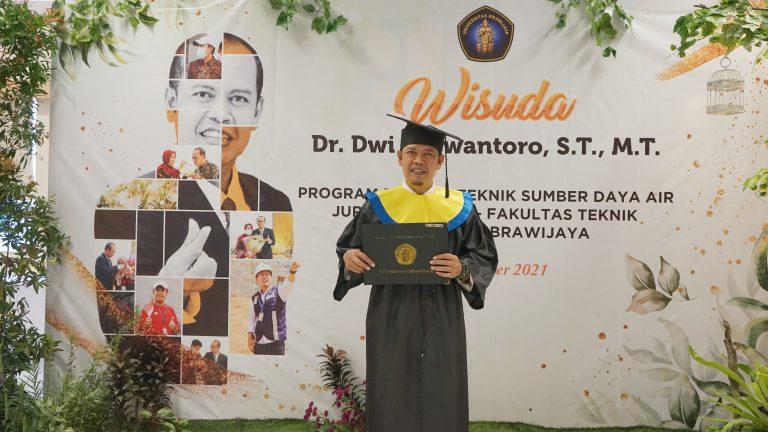 Wisuda Pascasarjana Kepala BBWS Serayu Opak