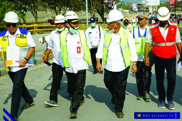 menteri-pupr-lakukan-peninjauan-langsung-lokasi-terdampak-gempa-tsunami-dan-likuifaksi-di-kota-palu