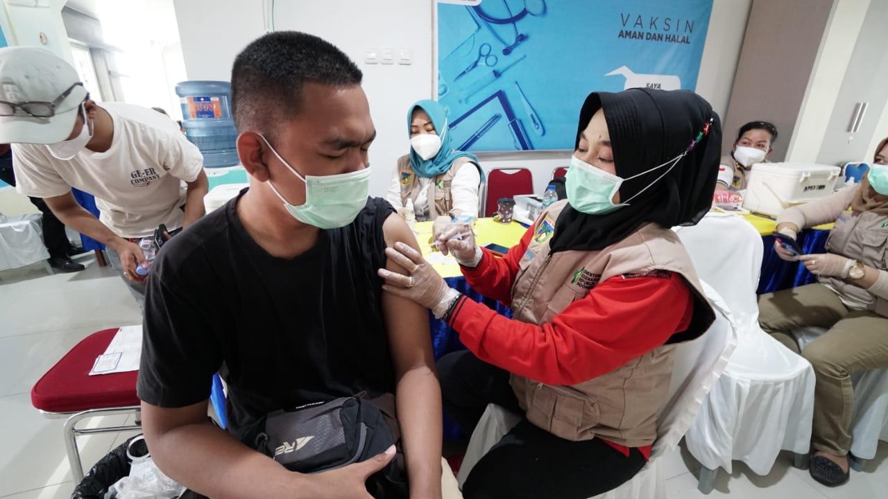 vaksinasi-covid19-dosis-1-hari-kedua-pegawai-dan-keluarga-upt-kementerian-pupr-di-sulawesi-tengah