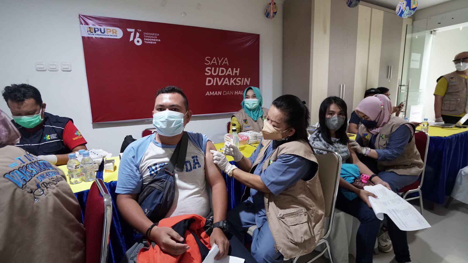 vaksinasi-covid19-dosis-ii--pegawai-dan-keluarga-upt-kementerian-pupr-di-sulawesi-tengah