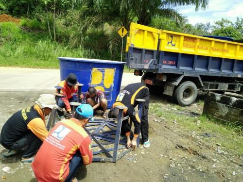 Kementerian PUPR Distribusi Air Bersih Bagi Korban Bencana Banjir di Sumbar