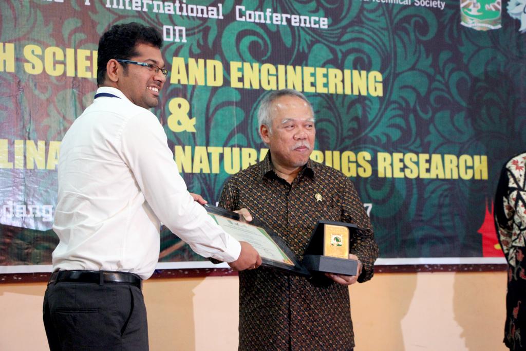 Pembukaan ICEE 2017 oleh Menteri PUPR di Padang
