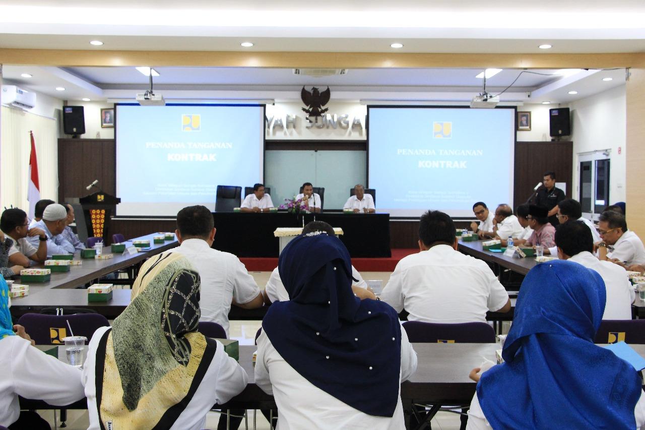 BWS Sumatera V dan Penyedia Jasa Tandatangani 5 Paket Kontrak Kegiatan