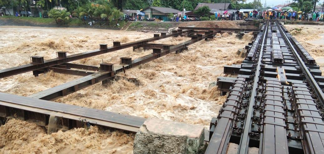 Hujan Intensitas Tinggi, Banjir Kanal Meluap