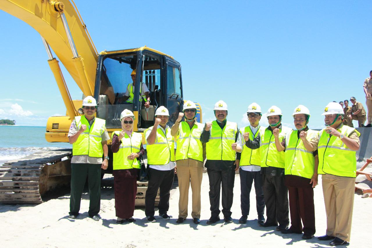 Peletakan Batu Pertama Pembangunan Pengaman Pantai Kota Pariaman