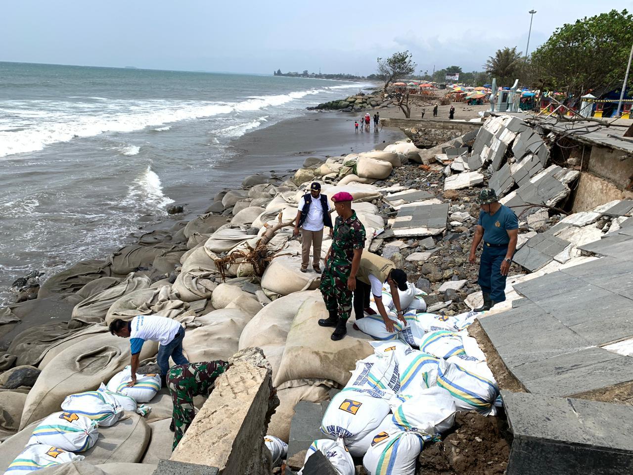 Penanganan Langsung Abrasi Pantai di Tugu Merpati Kota Padang