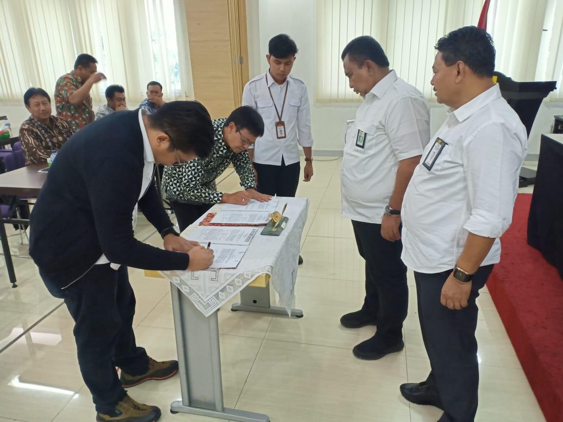Tanda Tangan Kontraktual Paket Tahun Anggaran 2020 Oleh PPK Perencanaan dan Program BWS Sumatera V