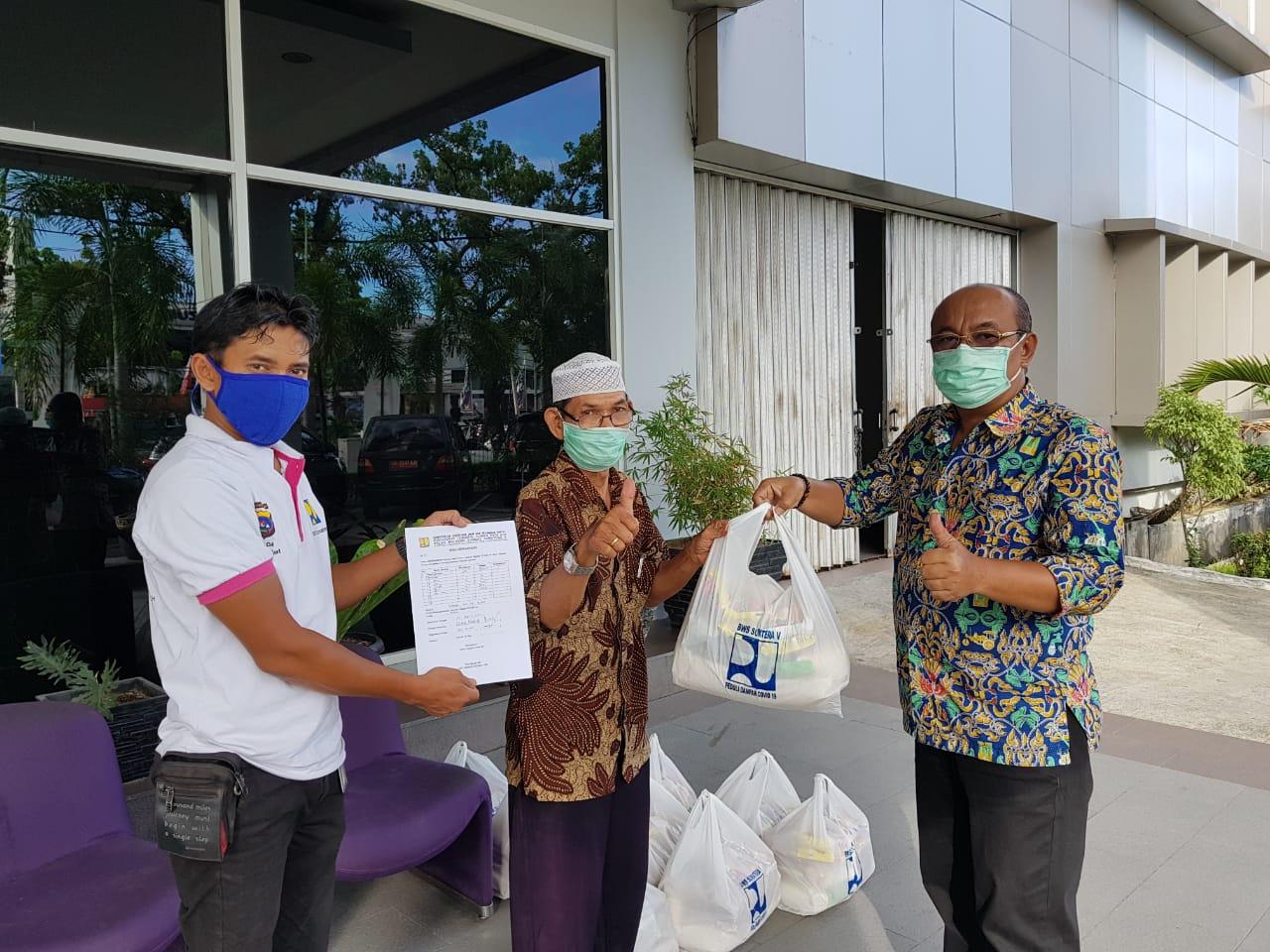 Perangi Corona, BWS S V Kembali Bagikan Sembako Ke KPS Dan Masyarakat Sekitar Kota Padang