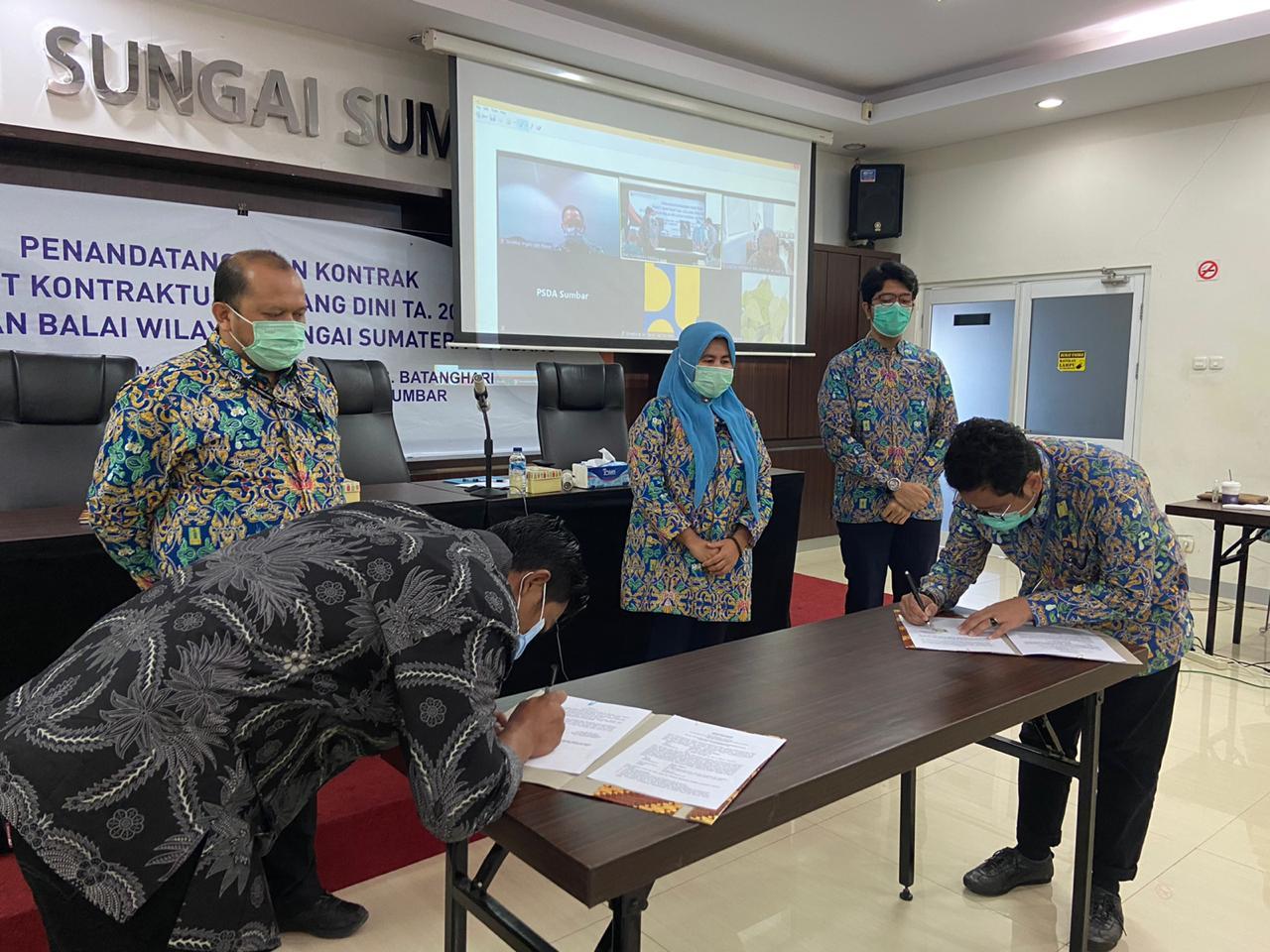 Penandatanganan Kontrak 2 Paket Kontraktual Tender Dini TA.2021