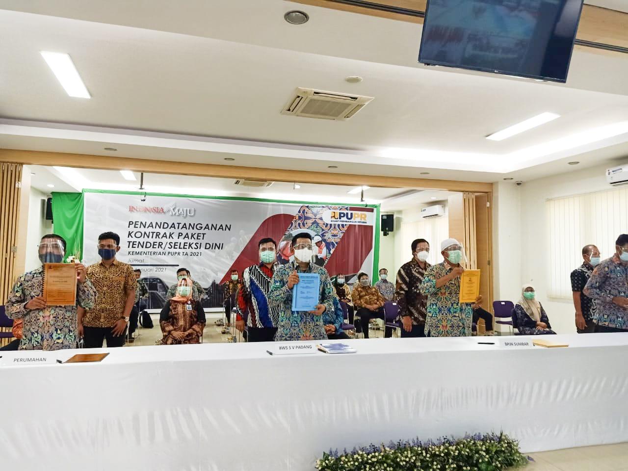Penandatanganan Kontrak Serentak di Kementerian PUPR. Jokowi : Aura dan Semangat kedepannya harus Extraordinary