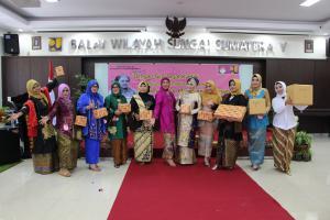 Perayaan Hari Kartini Ala Paguyuban Ibu-Ibu BWS Sumatera V
