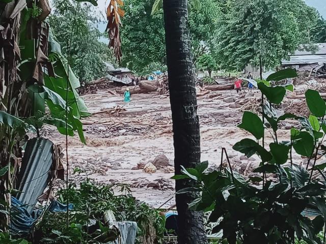 Banjir Bandang Flores Timur Menimbulkan Korban 23 Jiwa Meninggal Dunia